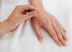 Ling-Gu-Akupunkturpunkt-gegen-Ischialgie