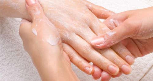 Natron für Haut: sanfte Hände
