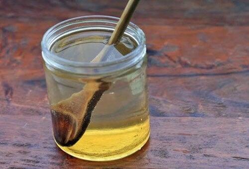 Honigwasser auf nüchternen Magen