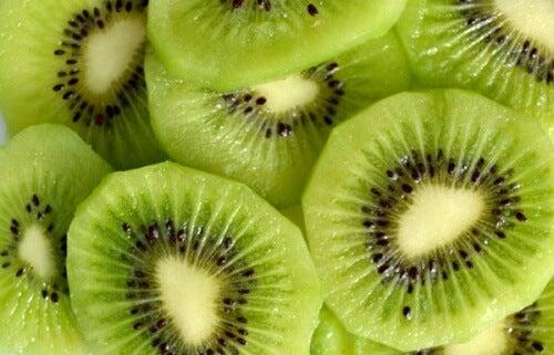 9 gesundheitsfördernde Eigenschaften der Kiwi