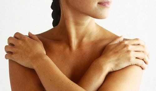 5 Tipps, um deinen schlanken Hals zu pflegen