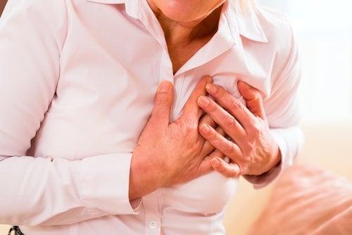 Herzinfarkt: atypische Symptome bei Frauen