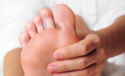 Was in Sekundenschnelle gegen Fußkrampf hilft