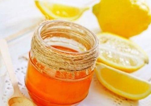 8 Anwendungen mit Honig und Zitrone für Haut, Haare und Haushalt