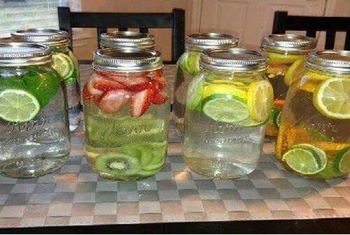 8 Ideen für gesundes Vitaminwasser