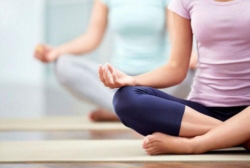 Yoga hilft gegen Hitzewallungen