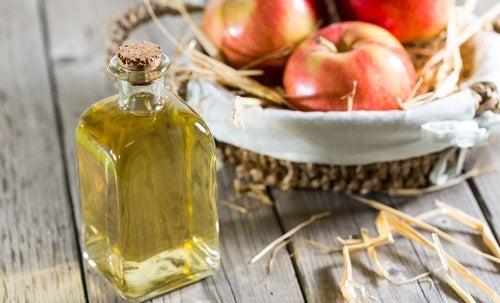 Apfelessig kann bei Hitzewallungen helfen