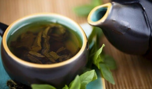 Entgiftungskur mit Grüntee, Zitrone und Stevia