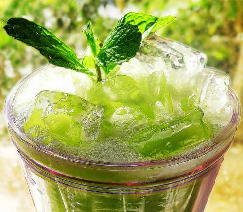 Wasser aromatisieren mit Gurke