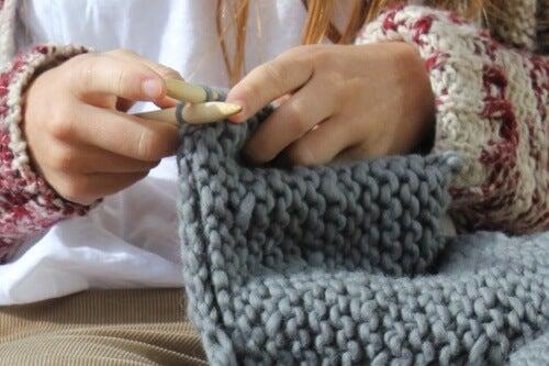 Stricktherapie: gesundheitliche Vorteile des Handstrickens