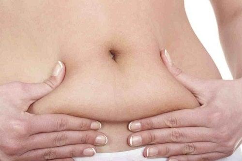 Wie geht das, täglich Kalorien zu verbrennen und Bauchfett abzubauen?