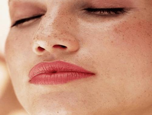 5-Minuten-Schönheitstricks für ein frisches Aussehen