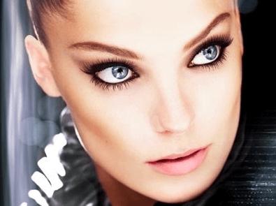 Kosmetikfehler - zu stark geschminkte Augen