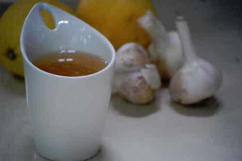 Morgens Knoblauchtee trinken und von den Vorteilen profitieren