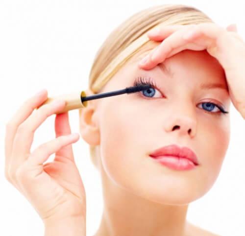 Kosmetikfehler - Make-up hat auch Verfallsdatum