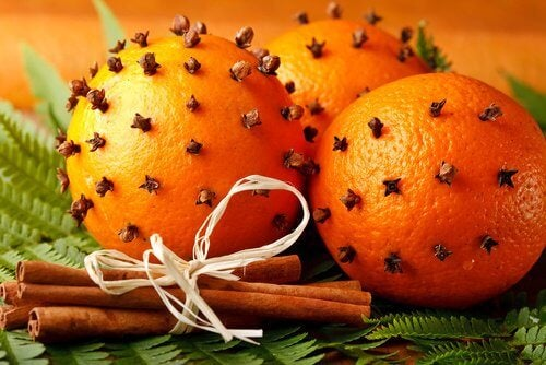 Dekoration mit Orangenschalen