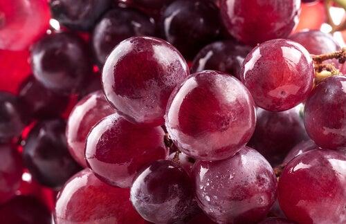 Weintrauben und Traubenkerne