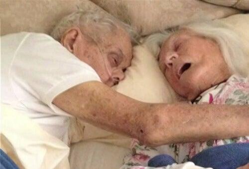 Nach 75 Jahren Ehe gemeinsamer Tod in Liebe