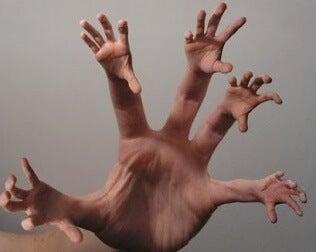 Eigenartige Hand mit Händen