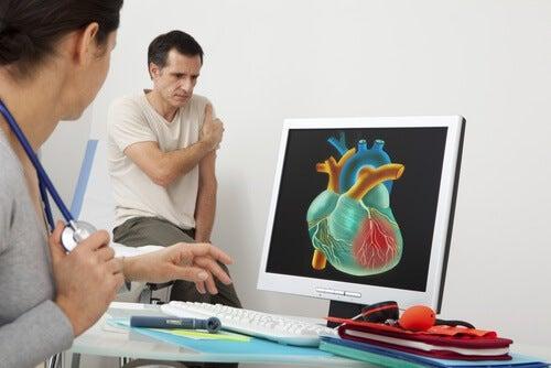 Bei Herzschmerz besser den Arzt aufsuchen