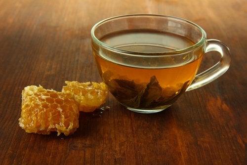 Apfelessig mit Honig am Morgen