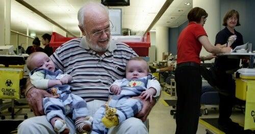 Der Mann, der mit seinem Blut Millionen Babys rettet