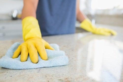 Häufig 12 Tricks für die natürliche Reinigung des Haushalts EN25