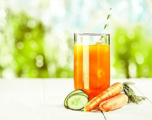 Saft mit Karotten nach dem Sport