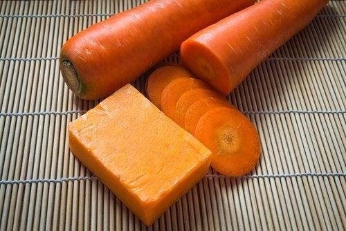 Selbstgemachte Karottenseife für die Hautpflege