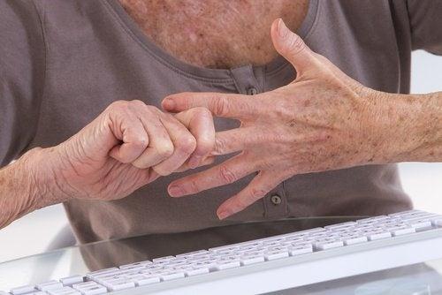 Arthritis kann sehr schmerzhaft sein