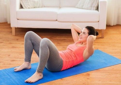 Bauchübungen-am-Boden