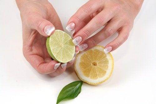 Zitrone für schöne Hände