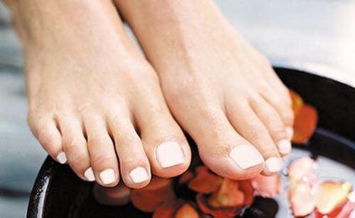 Schöne und gesunde Füße? Entdecke diese ätherischen Öle