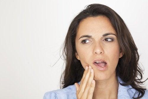 Kiefer oder Zahnschmerzen als Auslöser für Ohrgeräusche
