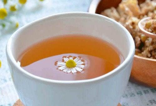 Besser schlafen durch Tee – 4 heilende Aufgüsse