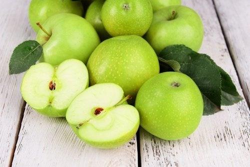Apfel für einen grünen Smoothie