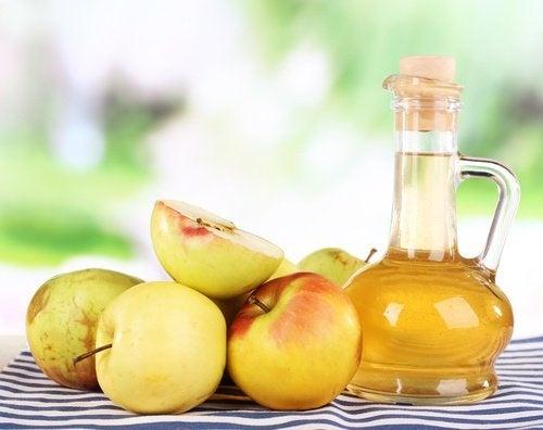 Apfelessig als Hausmittel gegen Nagelpilz