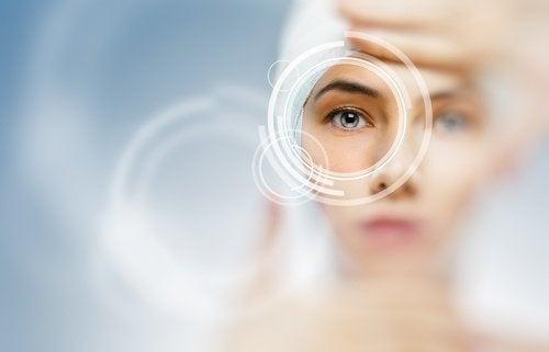 Auge mit bionischer Linse