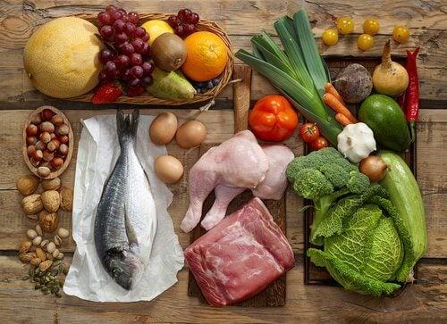 Sirtfood Diät mit Gemüse und Fisch