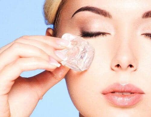 Eistherapie für frische, strahlende Haut