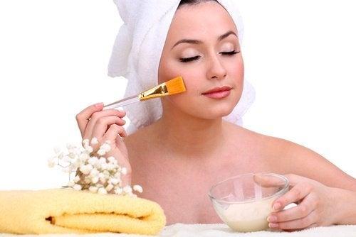 Gesichtsmaske gegen Falten und Narben mit Haferflocken