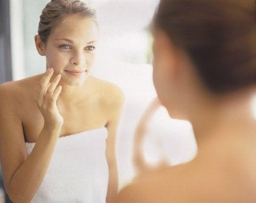 Gesichtspflege mit Seife
