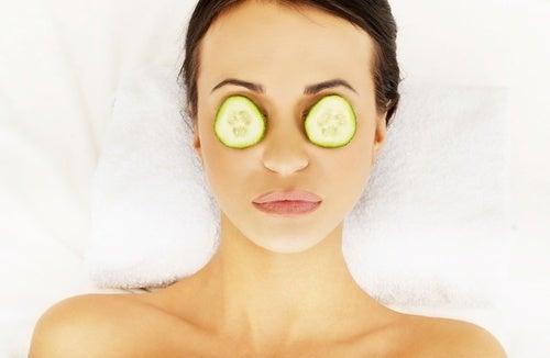 Gurkenmaske für die Augen