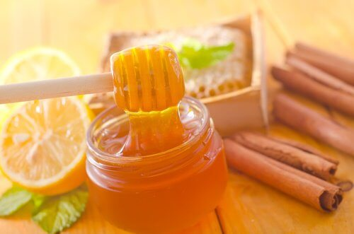 Honig und Zimt als Naturheilmittel
