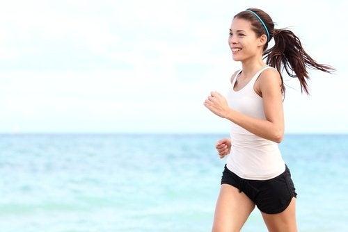 Übungen gegen schlaffe Haut nach dem Abnehmen