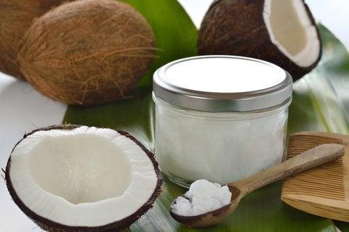 Mit Kokosnuss und Kokosprodukten gegen Übergewicht