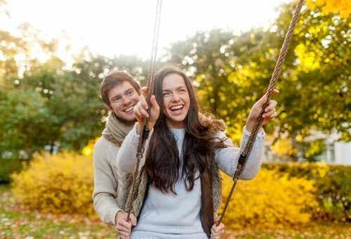 Eine glückliche Beziehung baut auf Liebe und 7 weitere Dinge