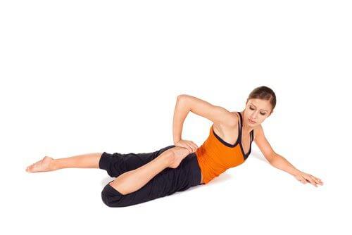 Dehnungsübungen gegen Rückenschmerzen für jedermann