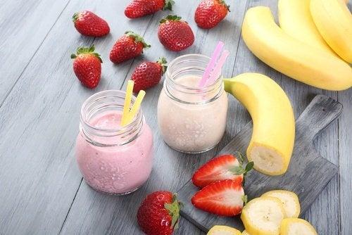 Smoothie mit Erbeere und Bananen gegen Müdigkeit