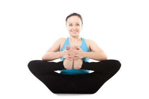 Yogaübung gegen Rückenschmerzen